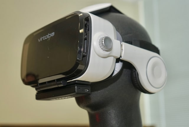 『女の子の香り』がするVR、実現へ──PSVR・Vive・Oculus対応の外付け機器「VAQSO VR」