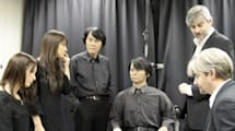 Geminoids meet their human doppelgangers for a photo op you'll never forget (video)