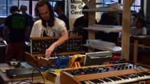 伝説のアナログシンセ『Minimoog Model D』が復刻。Moogfest 2016で組み立て展示、限定販売