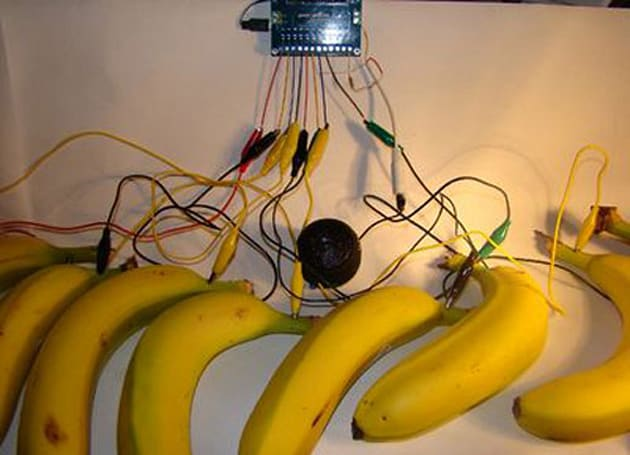 Bananaphone touch synthesizer replaces ring ring rings with chiptunes (video)