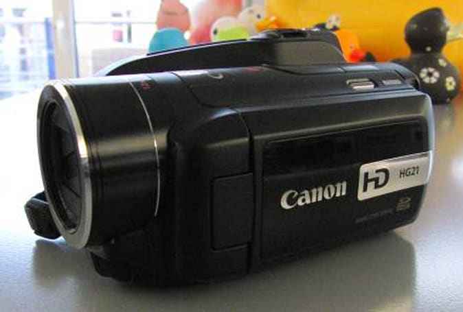 Canon's HG21 HD hybrid camcorder gets hands-on treatment