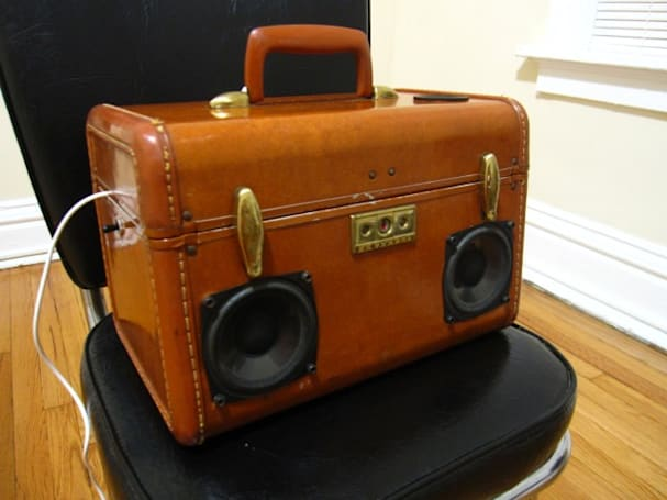 SiMo BoomCase vintage suitcase speaker rocks your androgynous hair style