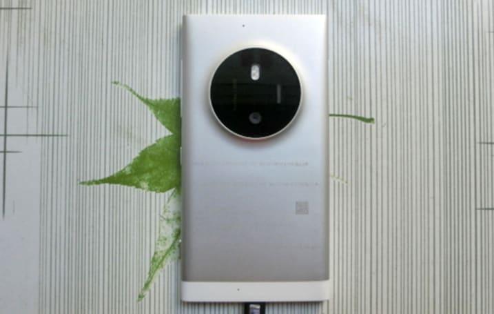 Lumia phone leaks with a 1020-like camera hump