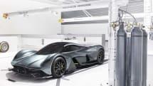 アストンマーティンとレッドブル、V12エンジンのハイパーカー「AM-RB 001」を発表