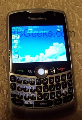 First pics of CDMA BlackBerry Curve 8330 surface