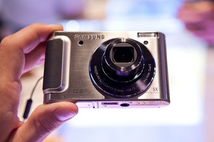 Samsung's TL320 digital camera gets hands-on treatment