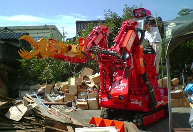 Enryu T-53 service robot cleans up Japan post-earthquake
