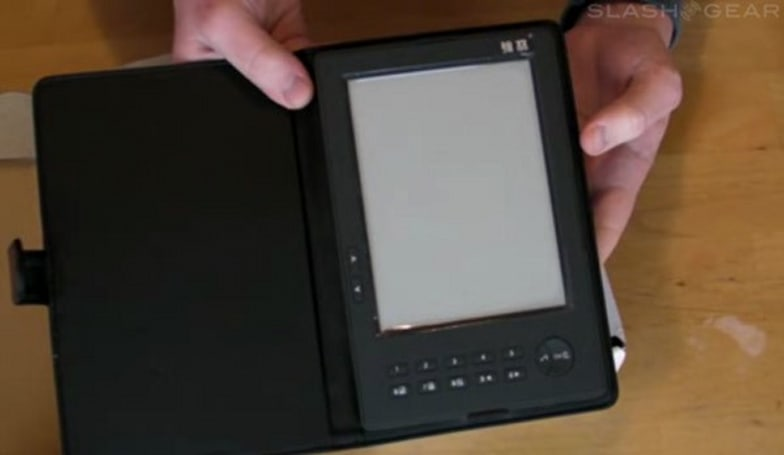 "Pixelar e-Reader reviewed -- not too shabby, also ""not a Kindle"""