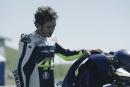 ヤマハのライダーロボ『MOTOBOT』がロッシと対面。高速走行披露し2017年の挑戦を申込む