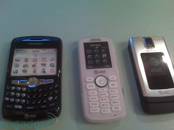 AT&T's BlackBerry Curve 8320 (and friends) make an appearance