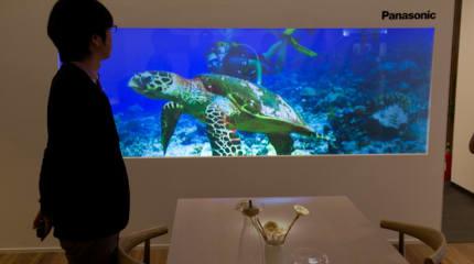 キッチンが献立提案、テーブルからコンテンツをテレビにスワイプ。パナソニックが家電組み込み型住空間を展示:CEATEC2015