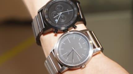 ソニーのアナログ腕時計 wena wrist 実機インプレ。ほどほどに重く高級感、7色LEDで通知判別
