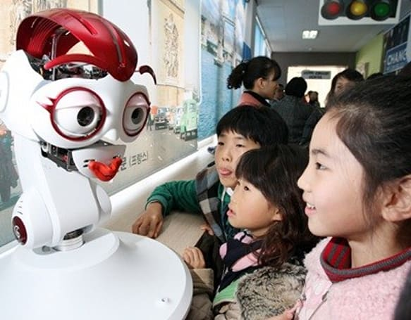 Robot teachers to invade Korean classrooms by 2012