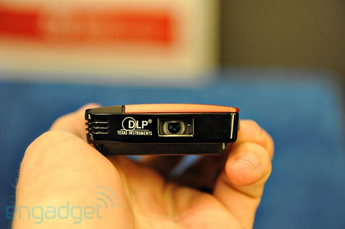 Texas Instruments shows off minuscule nHD Pico projector chipset, USB-powered prototype