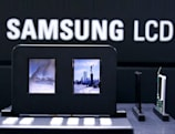 """Samsung unveils """"world's first truly double-sided LCD"""""""