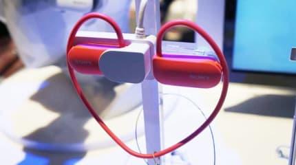 ソニー、心拍計やGPS内蔵のスマートウェア Smart B-Trainer 出展。音楽再生、コーチング機能内蔵