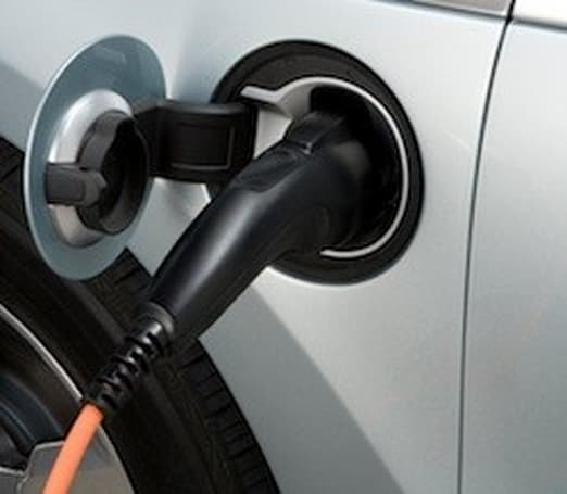 Researchers propose 'roaming' charging stations to keep electric cars powered