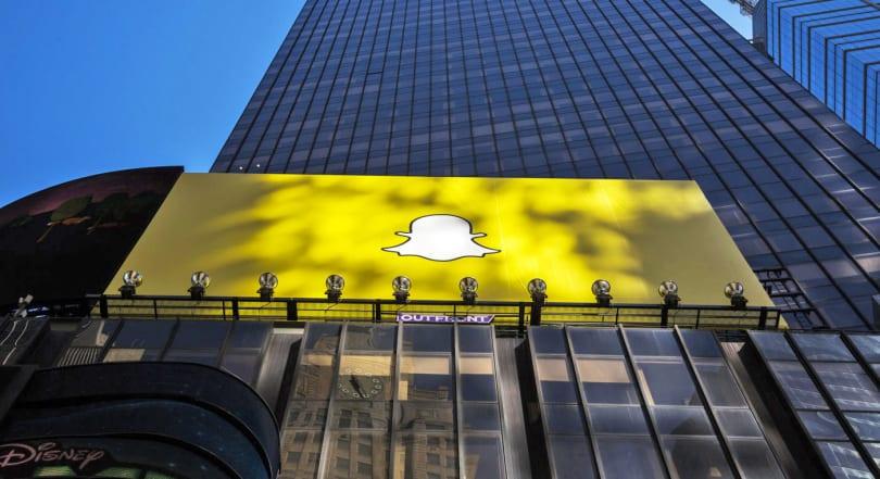 Snapchat aims to make over $1 billion in revenue in 2017