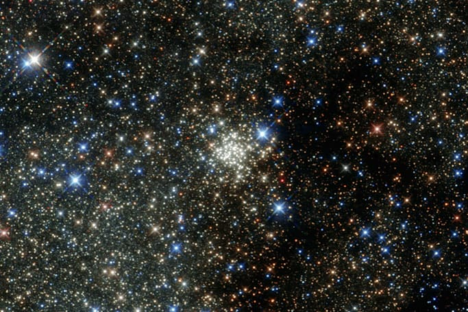 The Big Picture: Hubble peeks at the Milky Way's densest star cluster