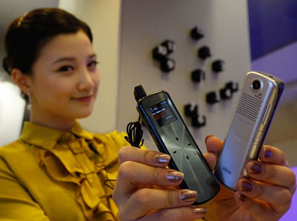 Samsung's YP-VP1 voice recorder with VoicePix photo tagging
