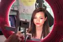 動画:瞳にリング、YouTuber向けLED照明。スマホ装着LEDリングライトなど。自撮りもっとキレイに:Inter BEE 2016