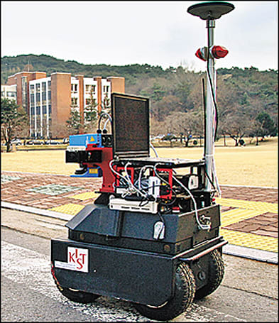"Korean researchers show off ""Securo"" security robot"