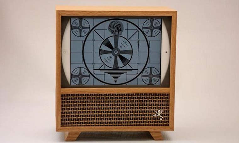The DuMont: A 50's retro TV enclosure for iPad mini and Jambox
