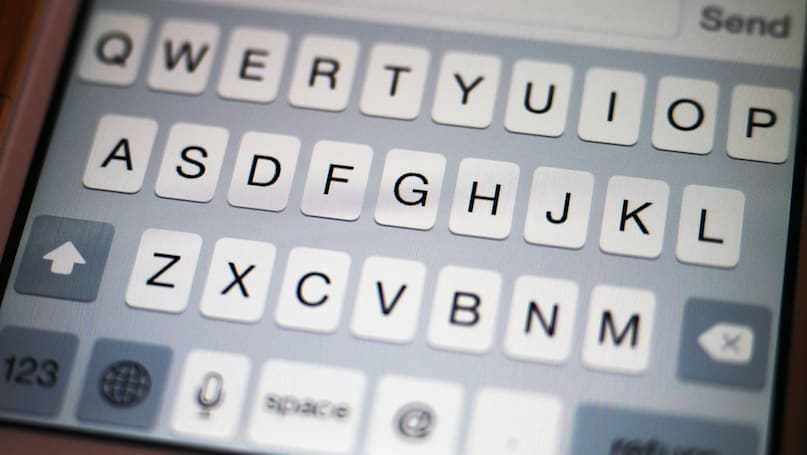 Beyond Facebook: What you need to know about texting apps
