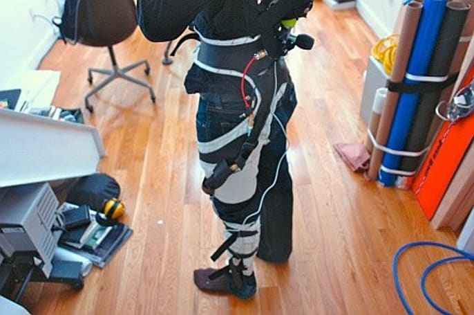 Soft pneumatic exoskeleton trades sci-fi for wearability