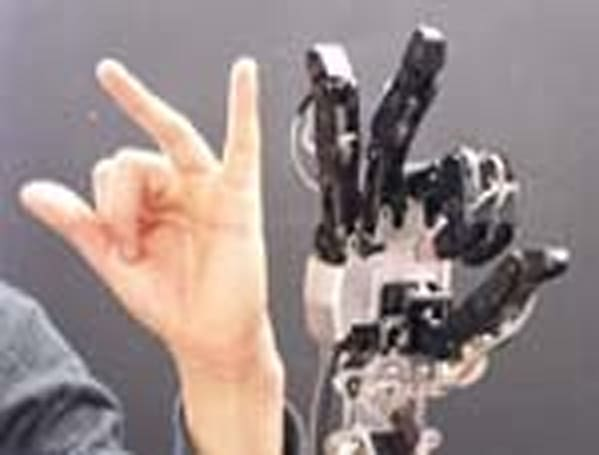 Robotic Copycat Arm promises to taunt you with ease