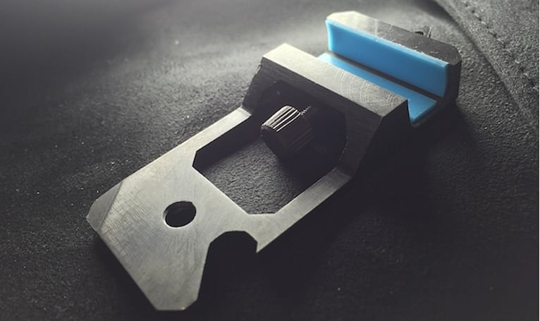 MOS Kick: Incredibly small, light and sturdy iPhone stand
