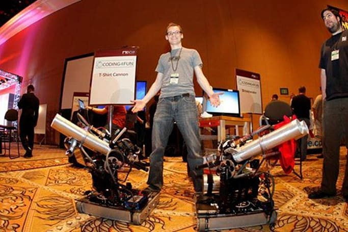 Windows Phone 7 Series T-shirt cannon gets detailed, redefines 'mobile warfare'