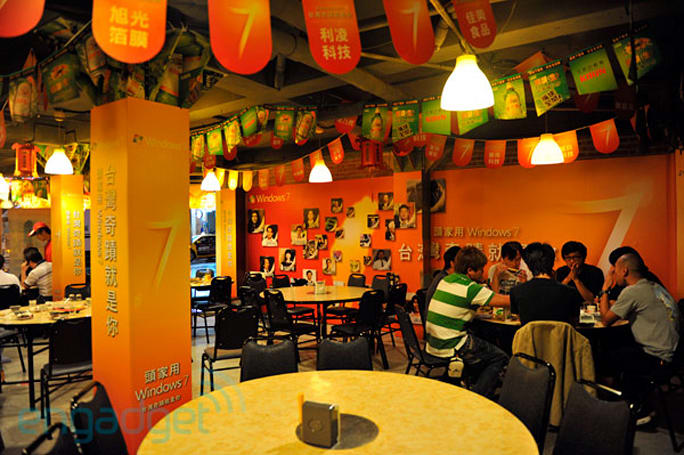 Engadget dines at Taipei's Windows 7-themed restaurant (video)