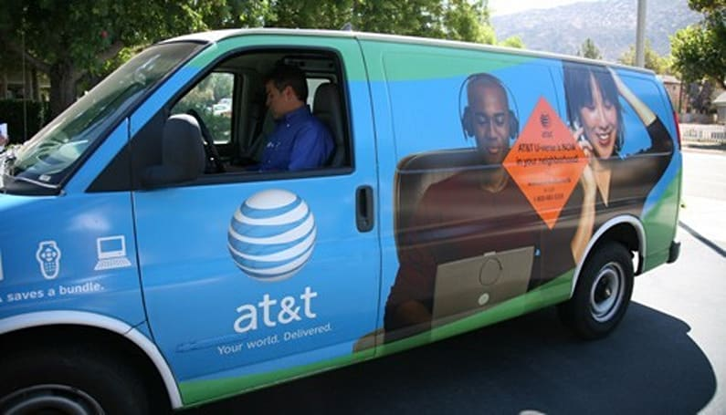 AT&T, DirecTV sign deal extension, guarantee bundle services through 2015
