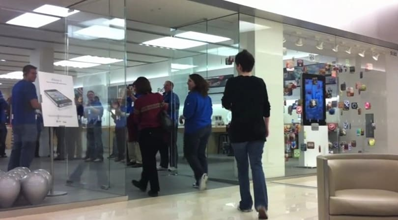 Verizon iPhone hits the streets, fails to gather crowds (video)