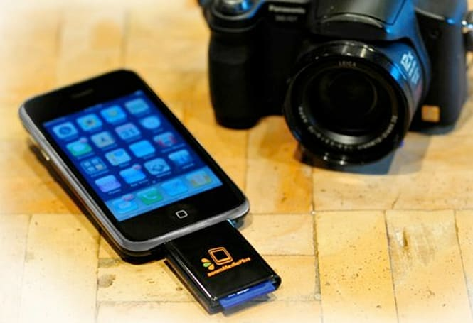 zoomMediaPlus' zoomIt is the iPhone's long overdue SD card reader