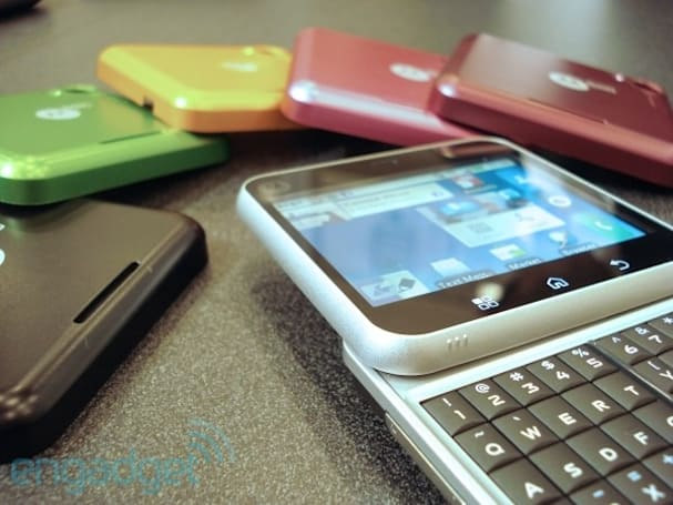 Motorola Bravo, Flipout and Flipside hands-on: hastily handled and summarily shot (video)