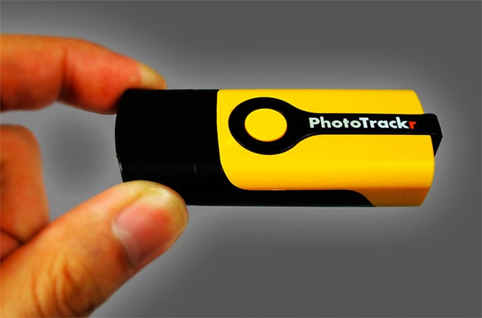 PhotoTrackr Mini geotagging device shrinks down, adds Mac and RAW support