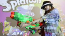 スプラトゥーン用HMD+水鉄砲コンが公開。GamePadを背負った身体で照準、水鉄砲のトリガーで射撃操作、ソフトは無改造