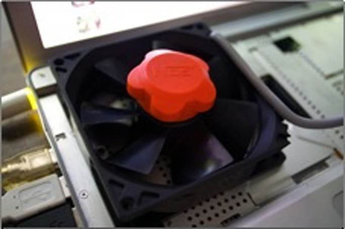 Rig of the Week: PowerBook with USB cooling fan
