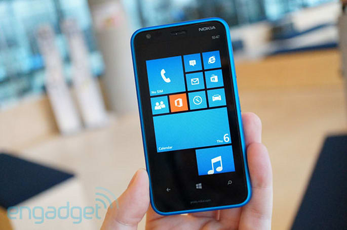 Nokia Lumia 620 hands-on: $249 for Windows Phone 8 (video)