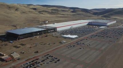 EVの本格普及に不可欠、テスラの大規模リチウムイオン電池工場「ギガファクトリー」
