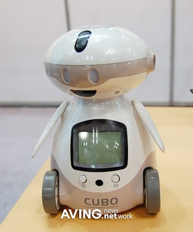 IZI Robotics' CUBO reads books to kids, teaches English