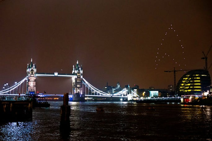 Quadrocopter fleet stuns Londoners with giant hovering Star Trek logo (video)