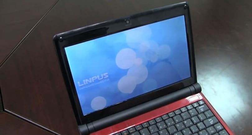 Foxconn shows off Moblin-running SZ901 netbook