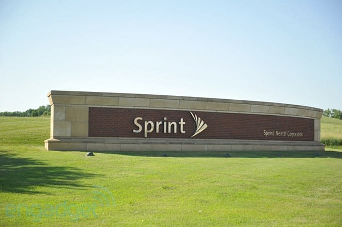 Sprint reports quarterly net loss of $643 million, sees iPhone sales drop by a third
