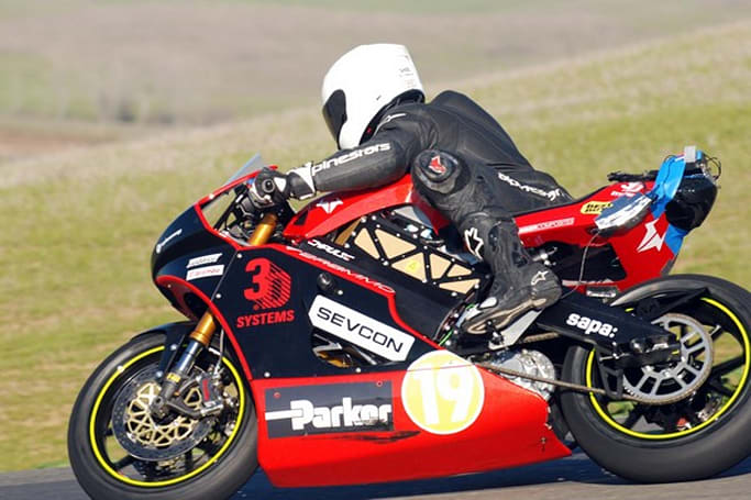 Brammo Empulse RR electric race bike goes screaming by at Thunderhill test (video)