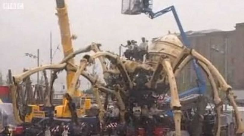 La Machine's spider-mech traipses through the streets of Liverpool