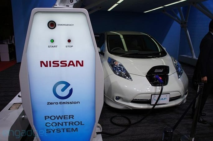 Nissan says Leaf charger will start powering homes in July, details new battery (video)