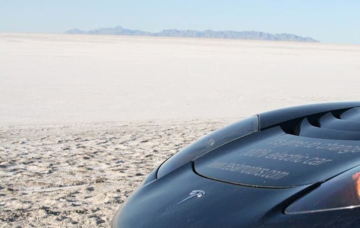 Tesla Roadster driver now halfway around the world, catching up with Citroen team (video)